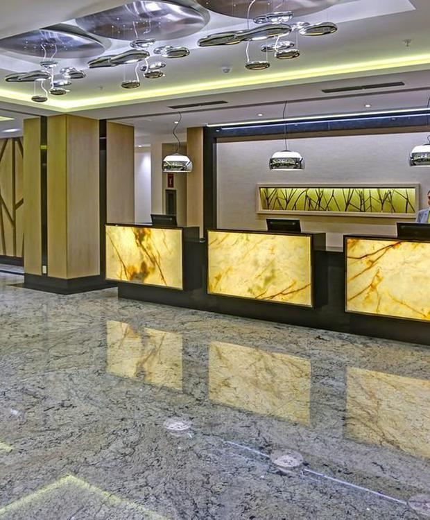 Front desk Radisson Hotel Guayaquil Guayaquil