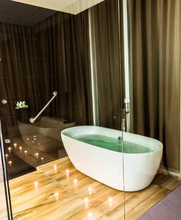 Baño Habitación Master King Bioxury Hotel Bogota