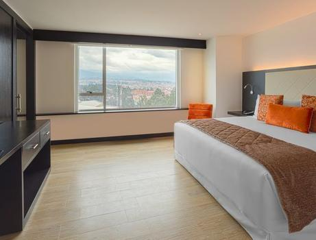CITY VIEW  KING SUITE Hotel Four Points by Sheraton Cuenca Cuenca