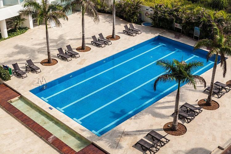 Swimming pool sonesta hotel cartagena
