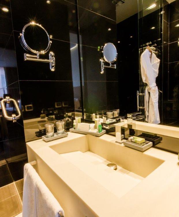 Baño Habitación Estándar Bioxury Hotel Bogota