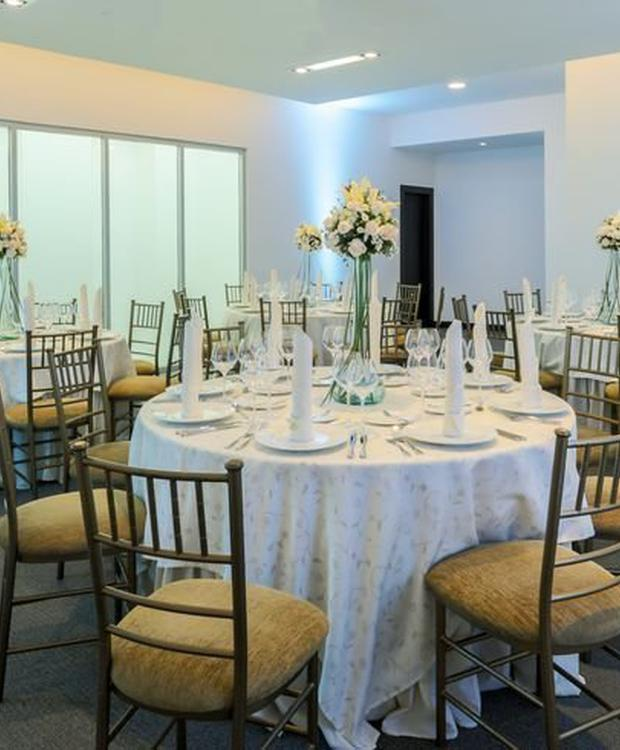 Dinning room Hotel Four Points by Sheraton Cuenca Cuenca