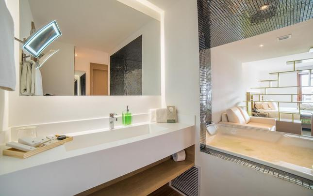JUNIOR SUITE WITH JACUZZI Biohotel Organic Suites Bogotá