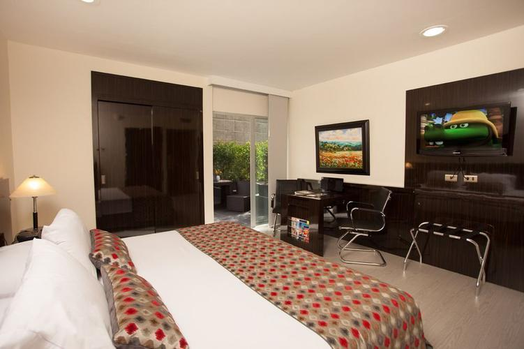 Accessible room hotel porton medellín ghl