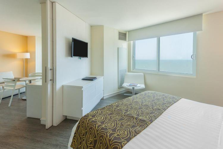 Junior suite king bed ocean view relax corales de indias hotel ghl cartagena