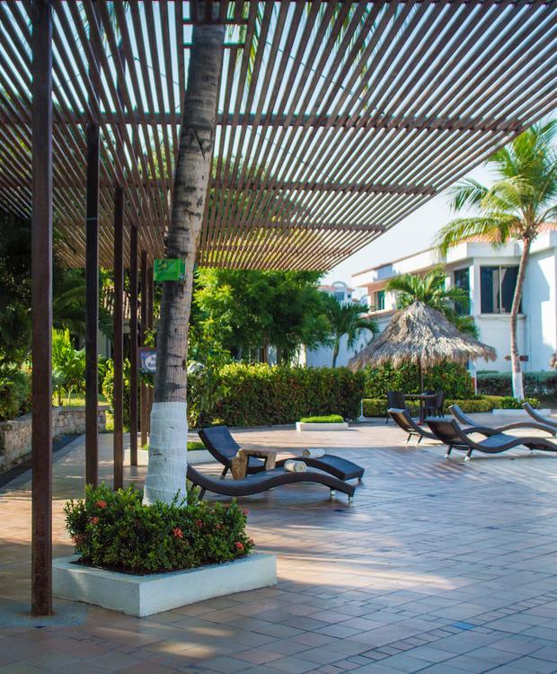 Pool area Relax Costa Azul Hotel GHL Santa Marta