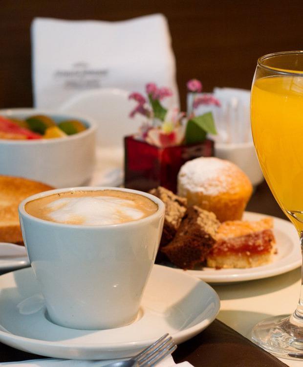 Breakfast Howard Johnson Hotel & Suites Córdoba