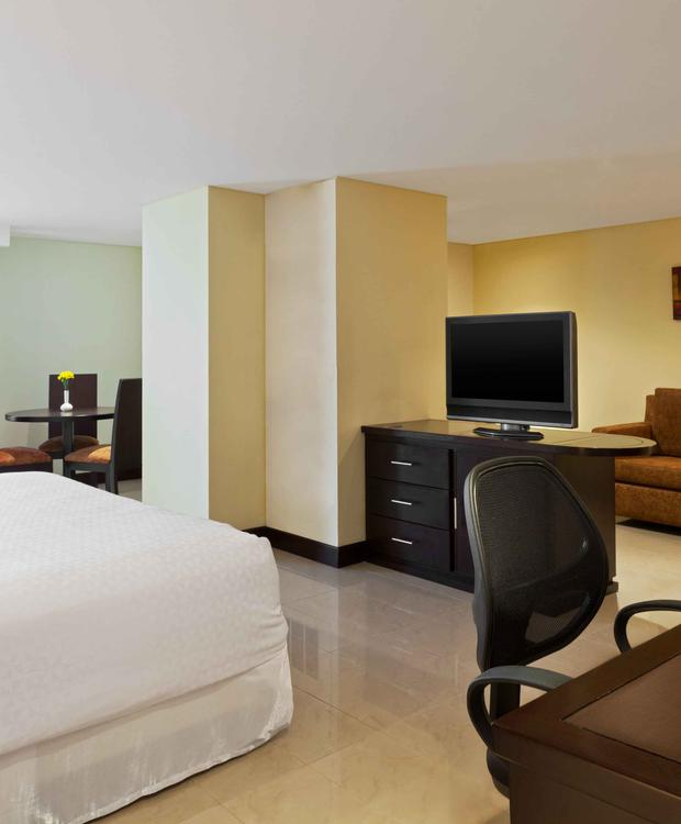 Junior Suite Room Hotel Four Points By Sheraton Cali Cali