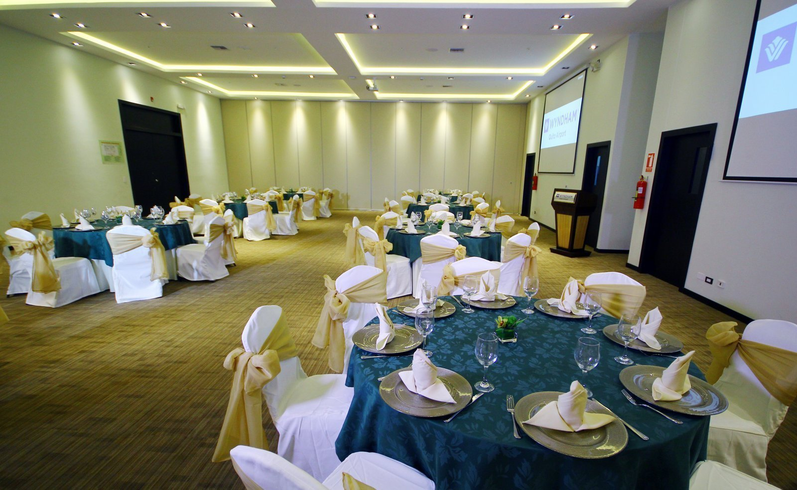 SAN FRANCISCO MEETING ROOM Wyndham Quito Airport Hotel Quito
